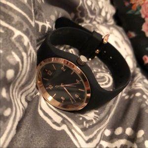 Jewelry - 1k gold watch